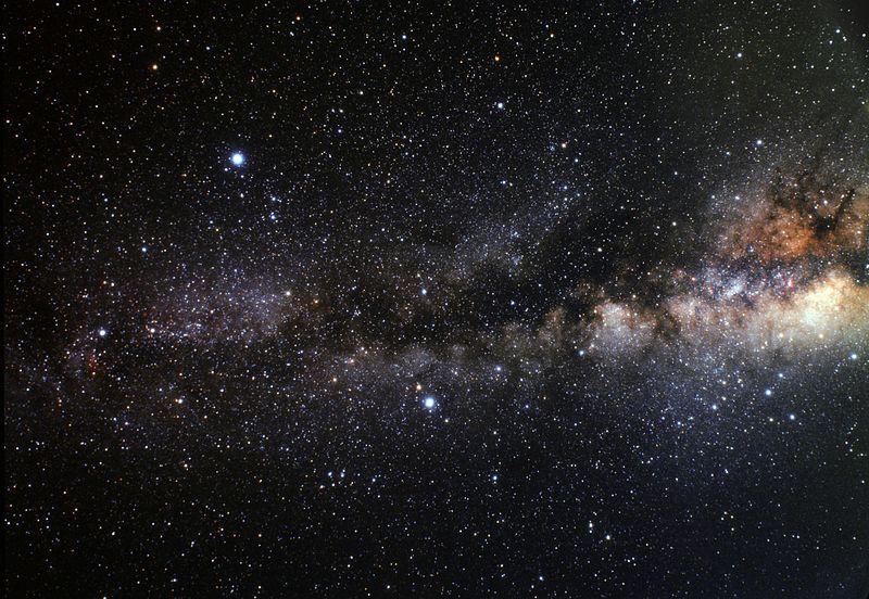 Космическая пыль заслоняет центр Млечного Пути